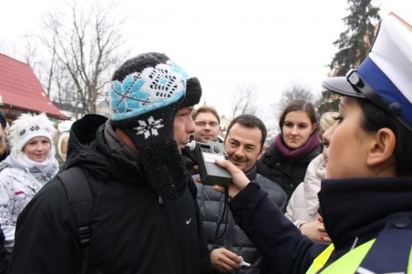 Akcja alkomat na  Krupówkach - dmuc hamy
