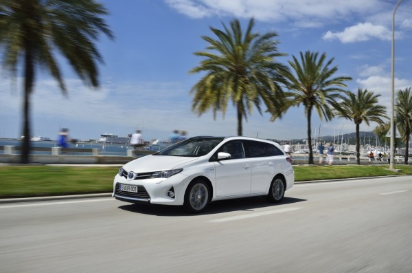 auris_hybrid_touring_sports_ext_13_dpl_2013