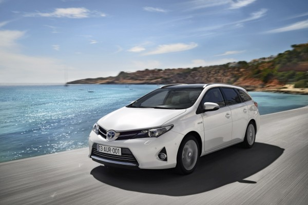 auris_hybrid_touring_sports_ext_15_dpl_2013