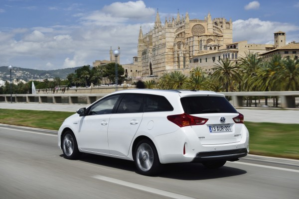 auris_hybrid_touring_sports_ext_16_dpl_2013