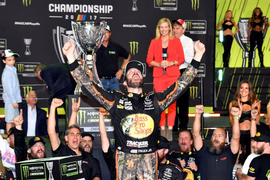 2017_toyota_racing_truex_wins_04