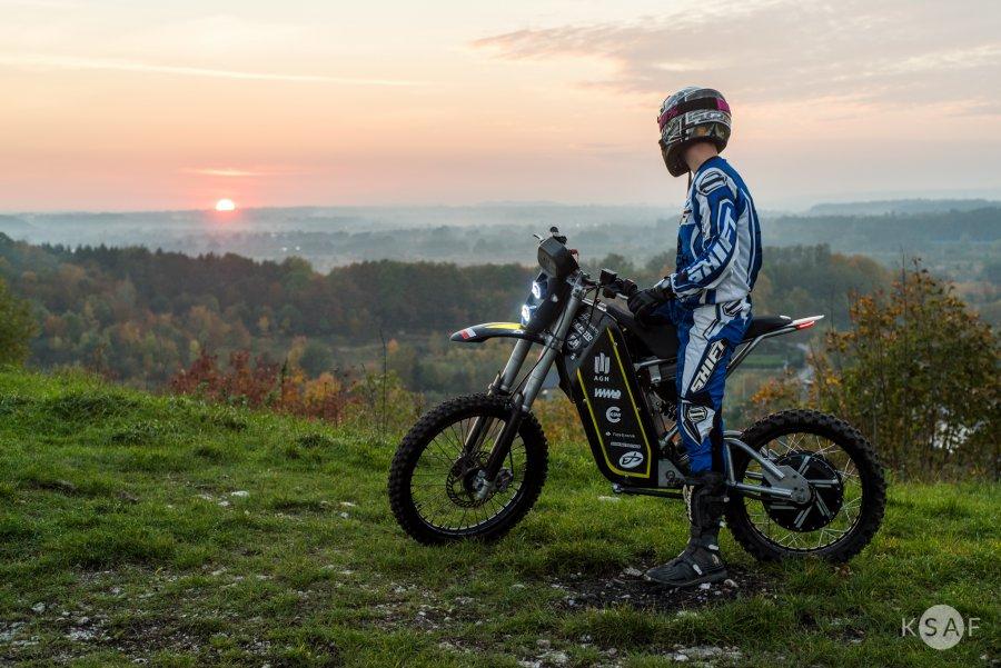 Terenowy motocykl elektryczny zespołu E-Moto AGH